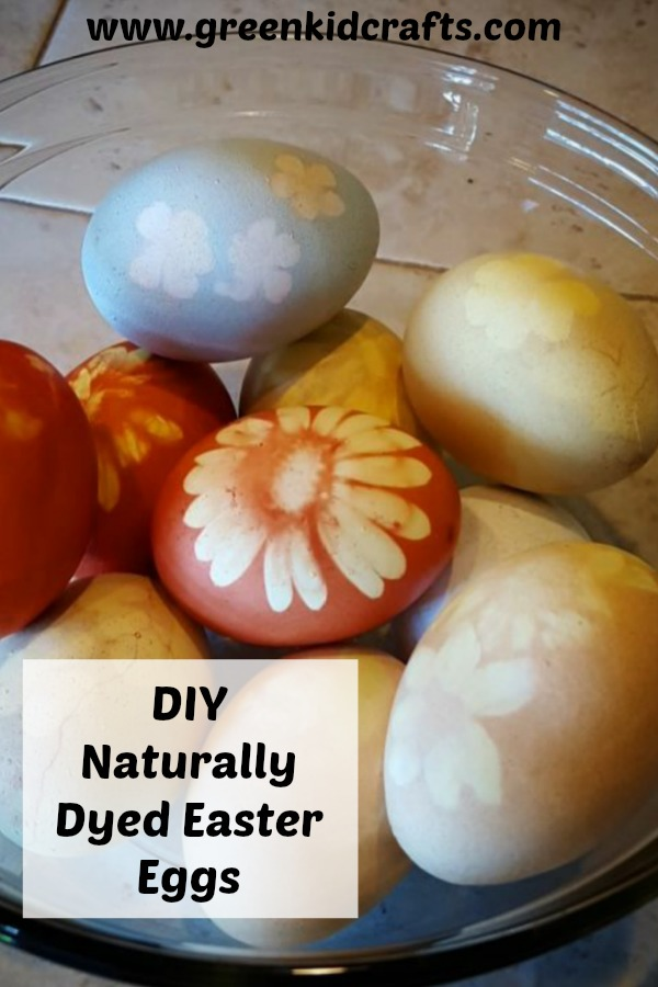 Naturally dyed Easter eggs. DIY dyed Easter eggs at home with these natural egg coloring techniques.