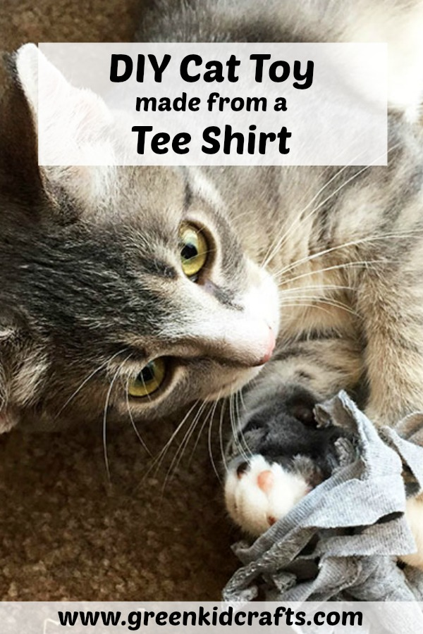 DIY pet toys from recycled t shirts! Easy diy pet toy made from old clothes.