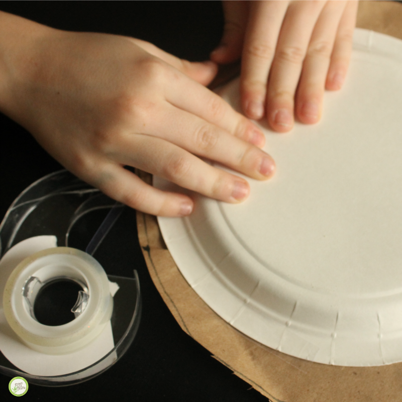 pizza craft. 5. Turn the plate back over and use the spoon to spread the red paint on like sauce. Be careful not to add too much to one place or it will ... & Kid-Made Paper Plate Pizza Craft - Monthly Science and Art Projects ...